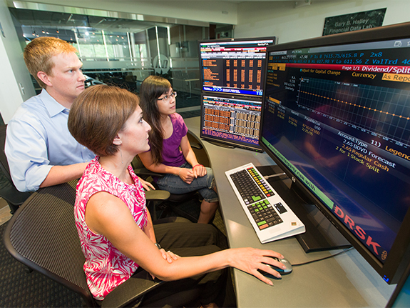 Students using Bloomberg terminals